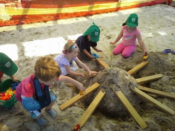 a36f2b6876f717951b27c34028ef12b3--sandpit-ideas-sand-table