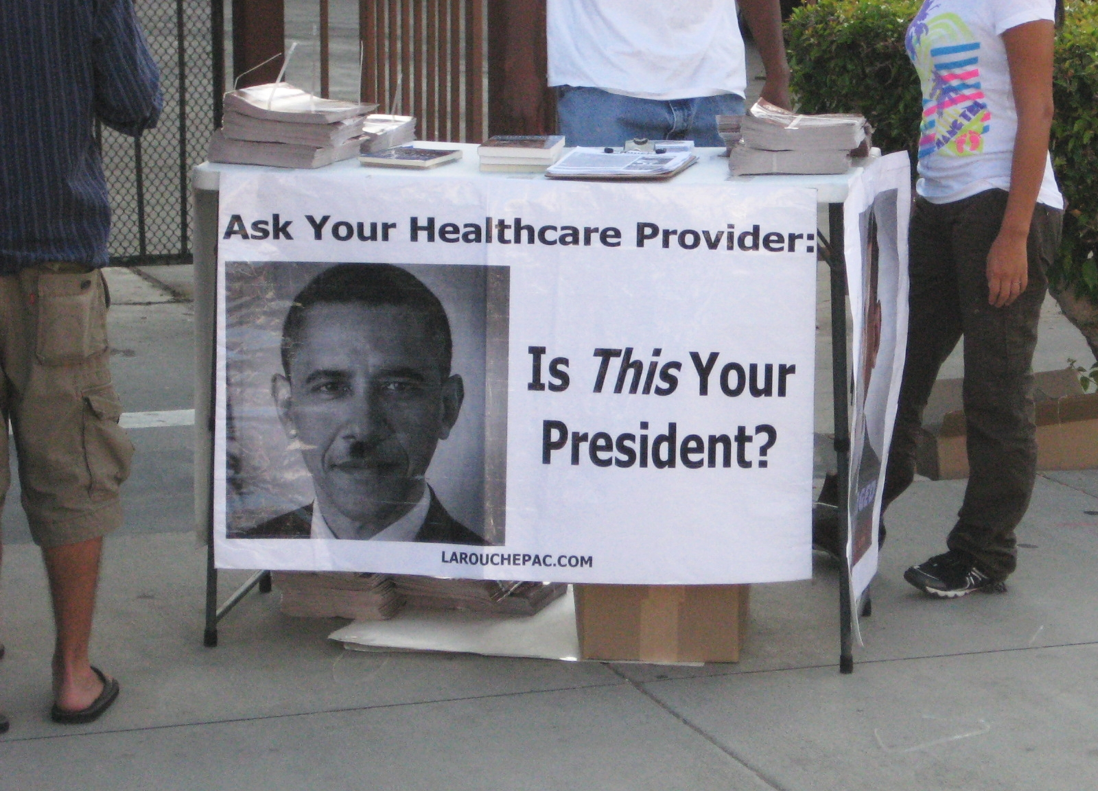 "Lyndon LaRouche Photo reads ""Is This Your President"""